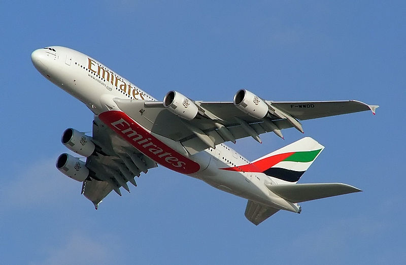 800px-Emirates_A38044
