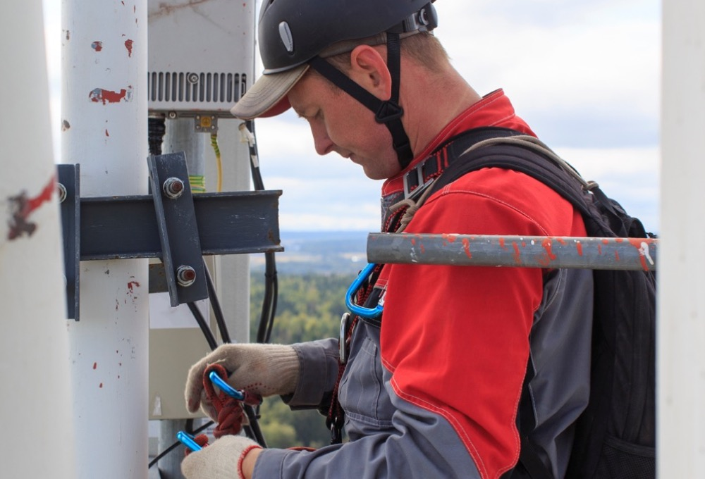 Cell tower worker.jpg