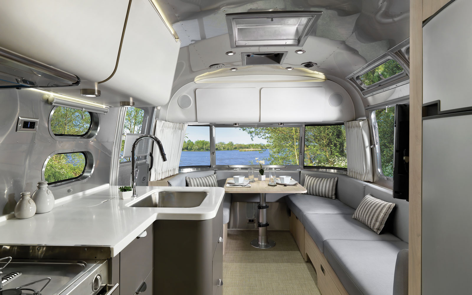 How Mobile Inspection Apps Help Airstream Improve Quality and Cut Costs